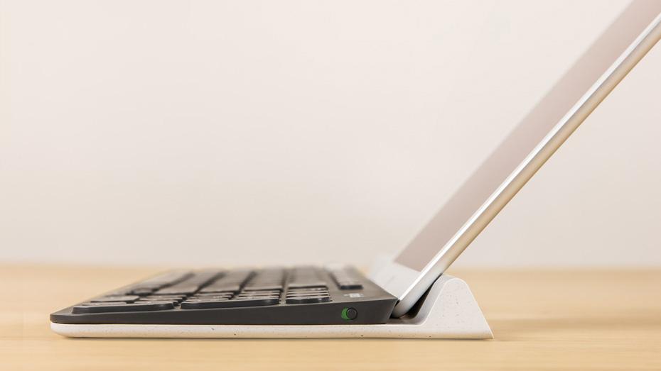 スマートフォン/タブレット両用スタンド装備
